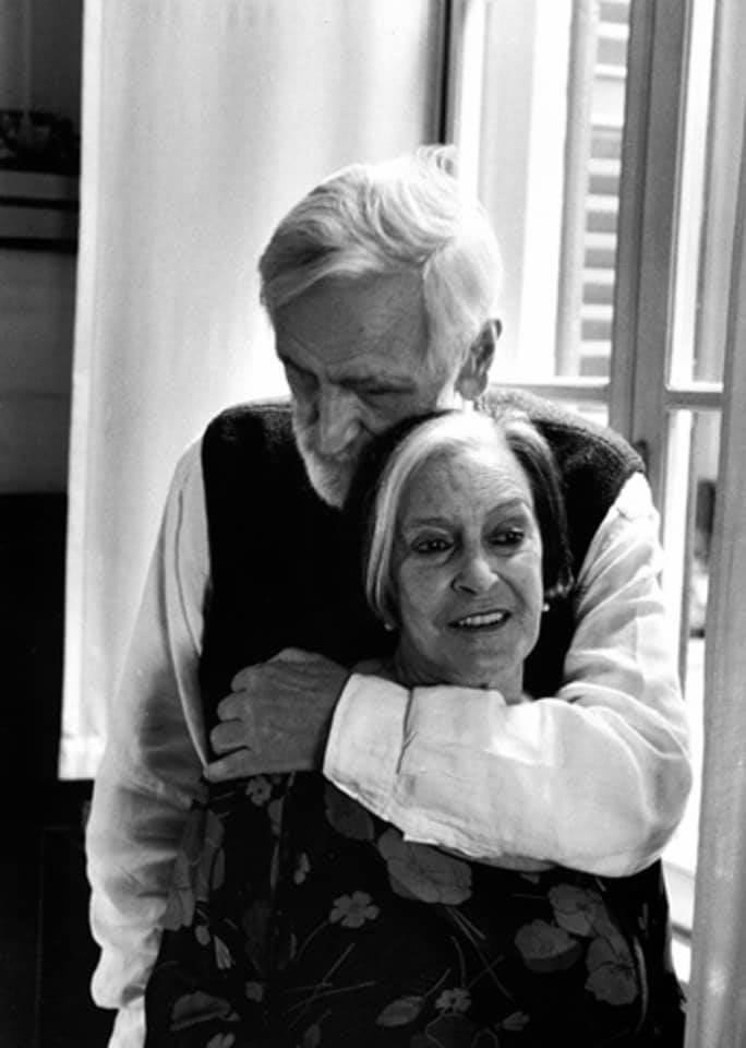 Addio alla critica d'arte Lea Vergine, morta a causa del Covid: il giorno prima era morto il marito, il designer Enzo Mari