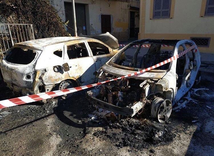 Merate, incendiate le auto di due giornalisti