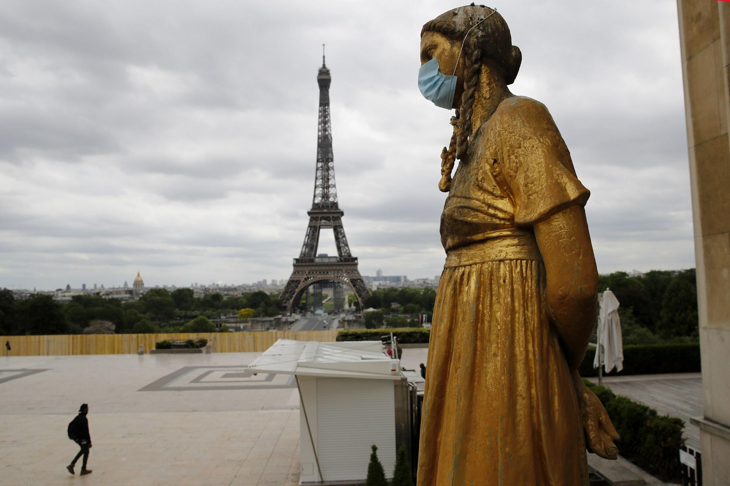 """Covid: Parigi """"preoccupante"""", e la Merkel teme per dicembre"""