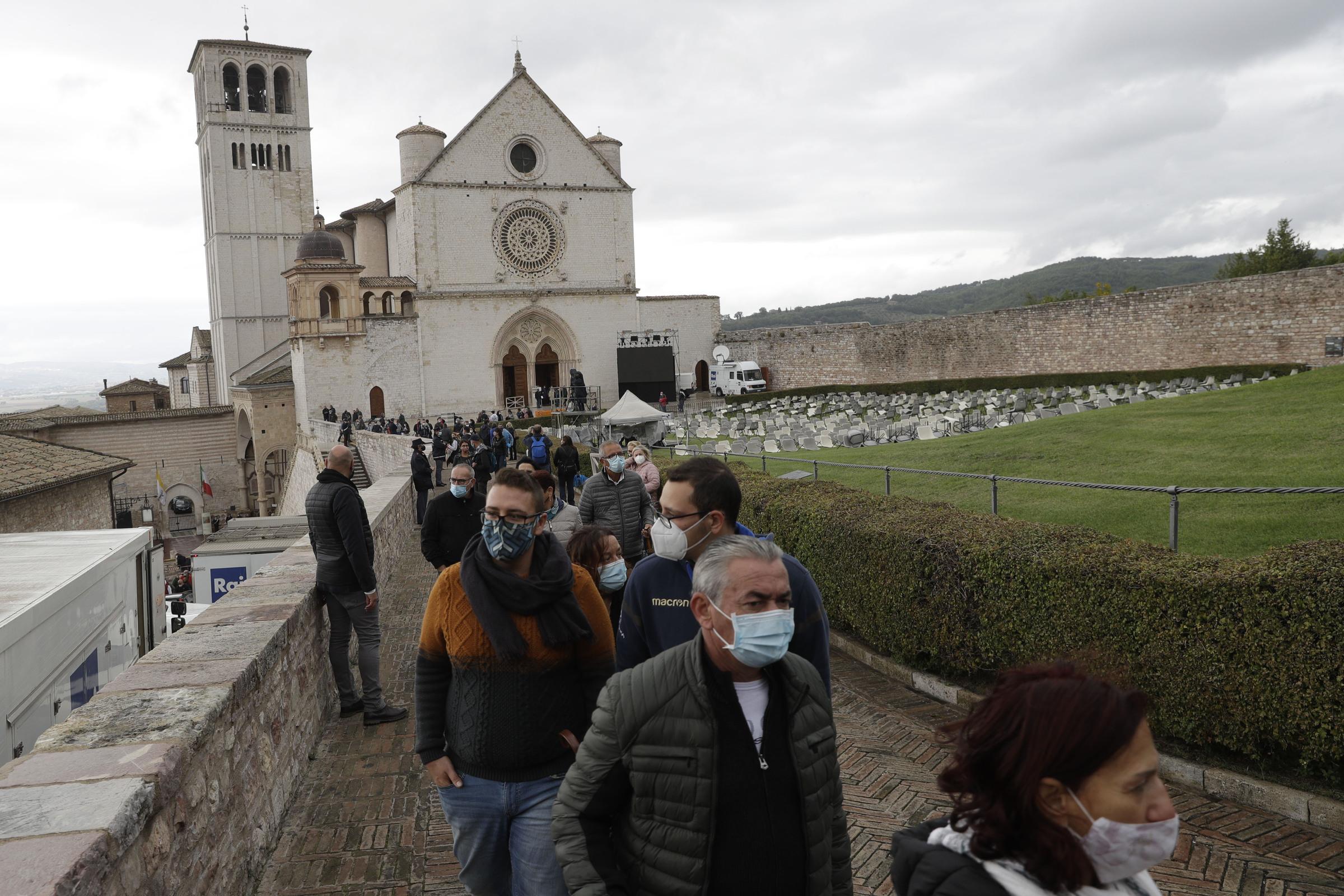 """Assisi. Padre Gambetti: """"Globalizzazione nave senza timone"""""""