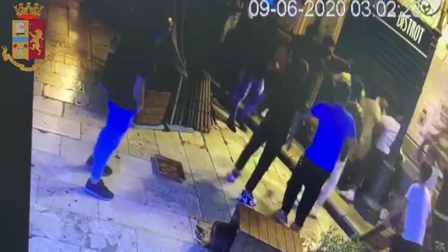 Il video sconvolgente delle spedizioni punitive contro immigrati: tre arrestati (VIDEO)