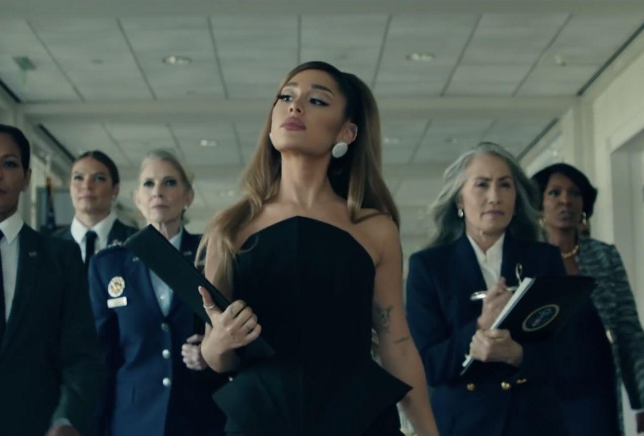 """Ariana Grande presidente degli USA nel nuovo video di """"Positions"""""""