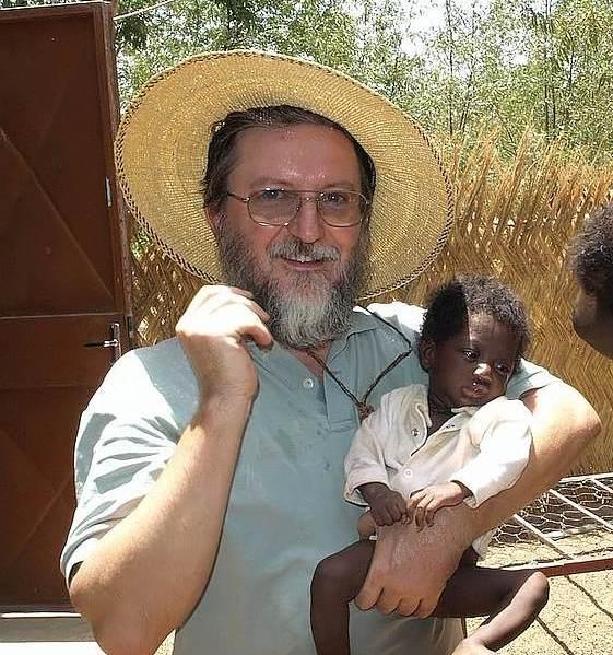 Liberati in Mali dopo due anni il sacerdote Pier Luigi Maccalli, e Nicola Chiacchio