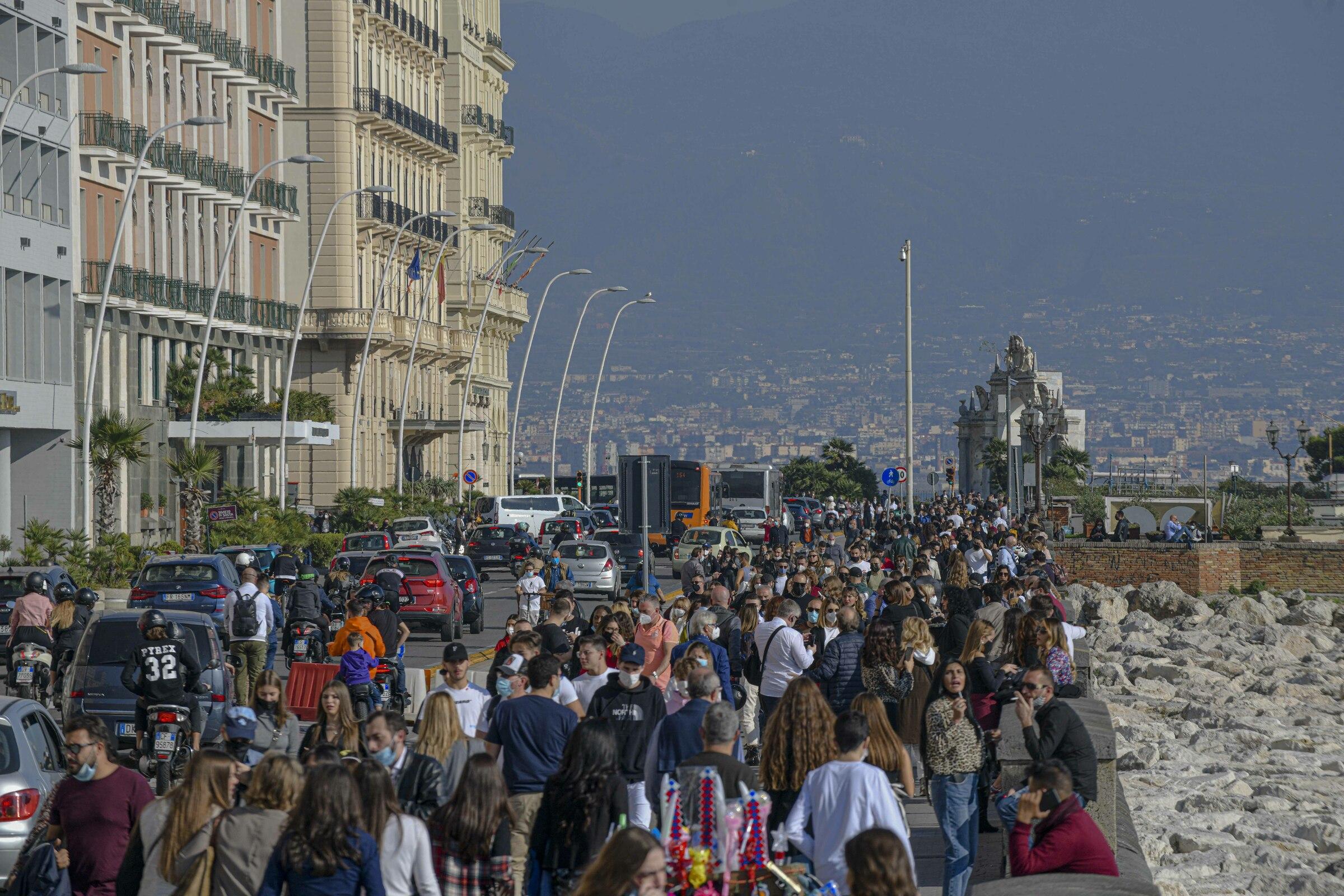 Giallo su Napoli. Scatta l'ipotesi lockdown provinciale