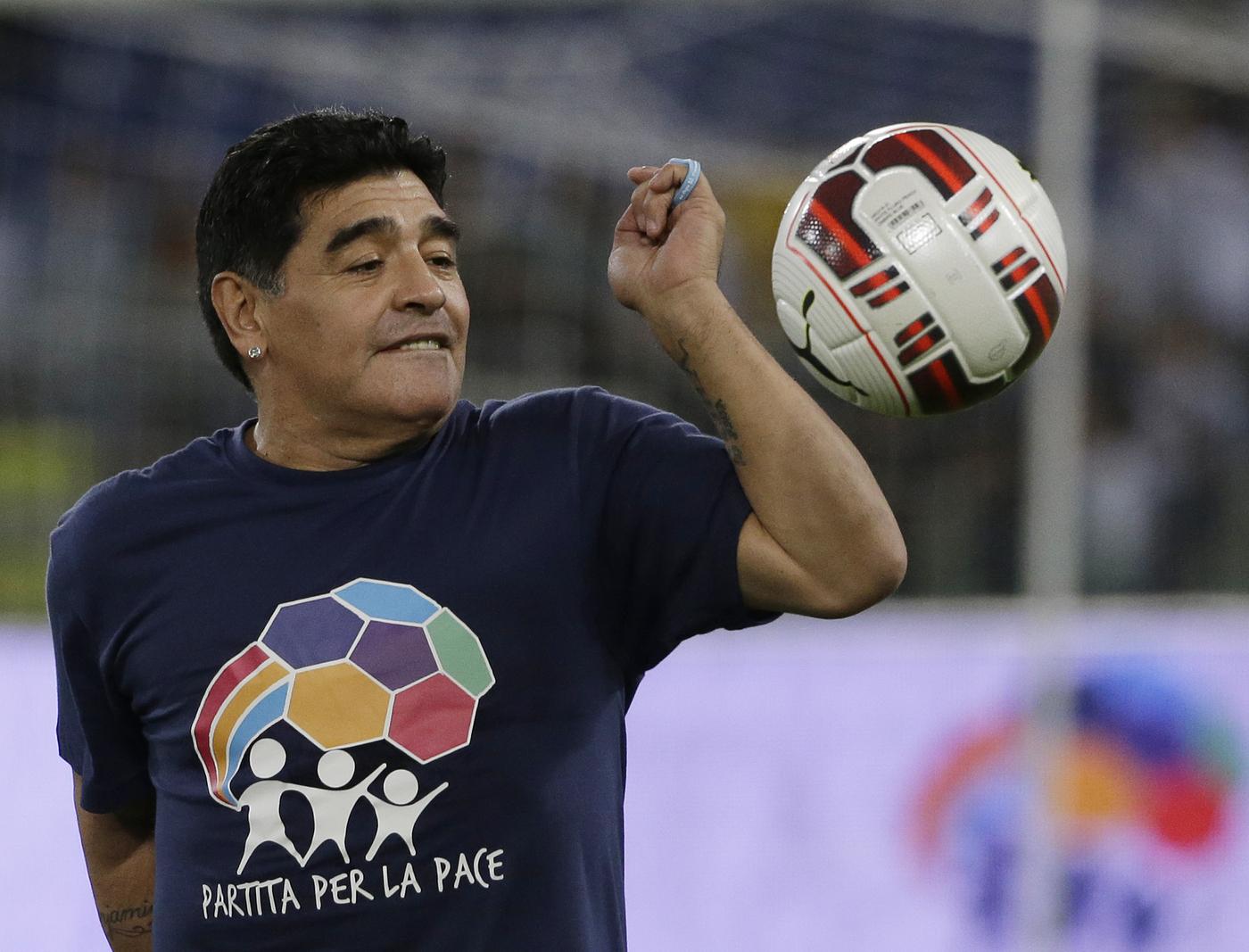 Indagato per omicidio colposo il medico personale di Maradona