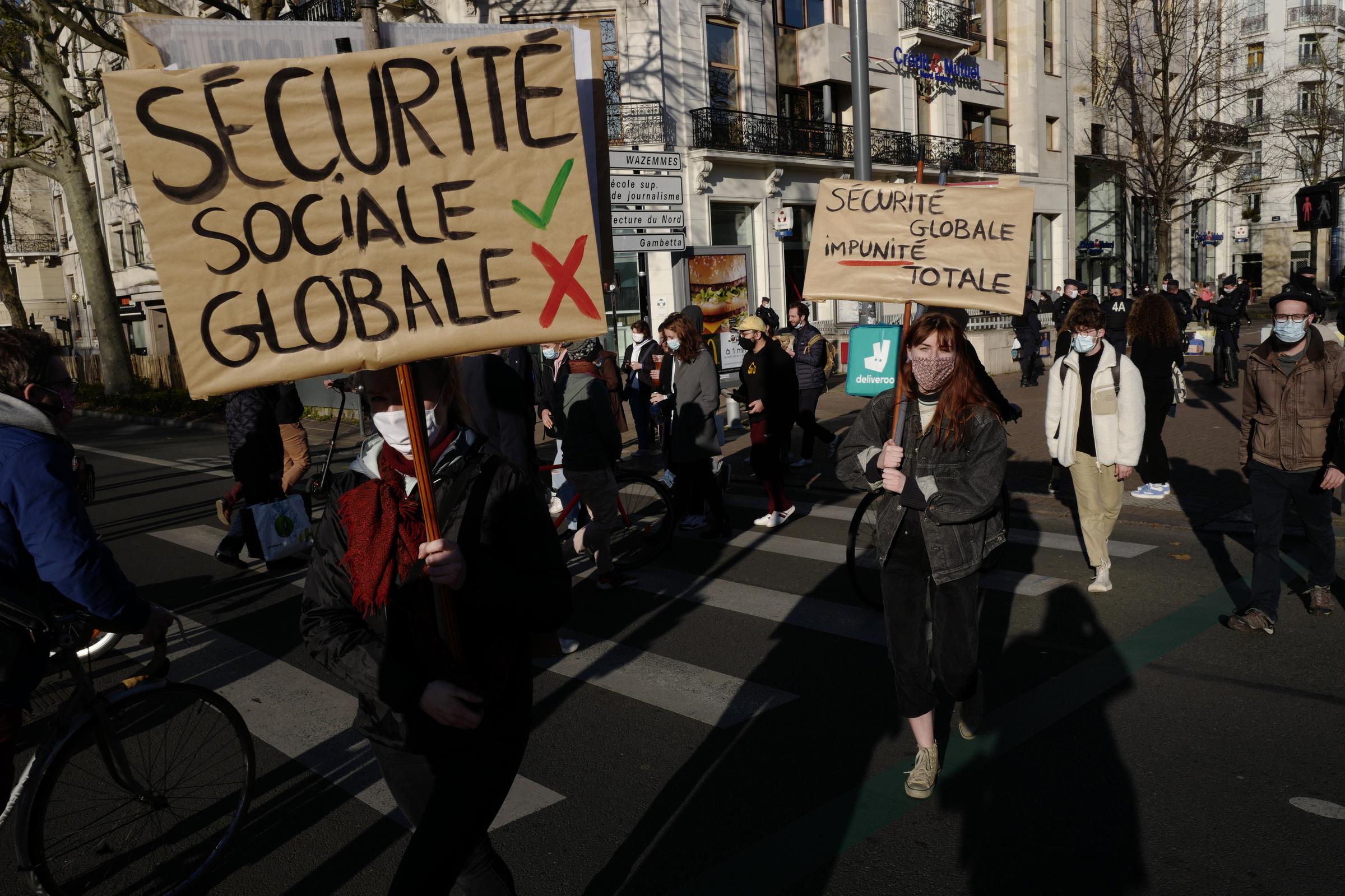 Parigi: non si ferma la Marcia della Libertà