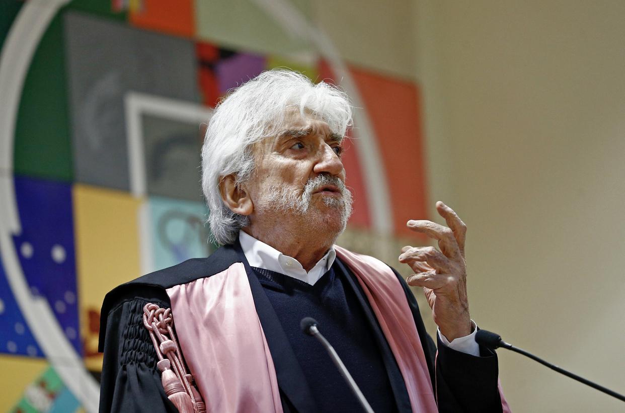 Gigi Proietti: compleanno d'ansia. L'attore romano (80 anni oggi) in terapia intensiva per problemi cardiaci