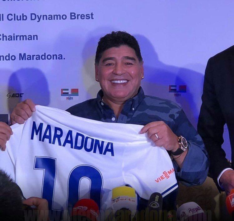 """Calciatrice spagnola protesta contro la commemorazione di Maradona: """"Era uno stupratore"""" (Foto)"""
