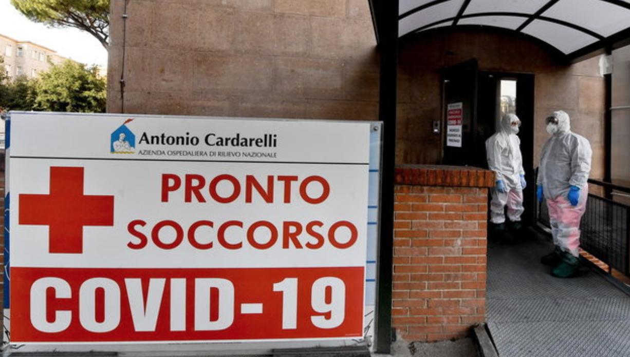 Coronavirus, paziente ricoverato a Napoli trovato morto nel bagno dell'ospedale Cardarelli. Il VIDEO diventa virale
