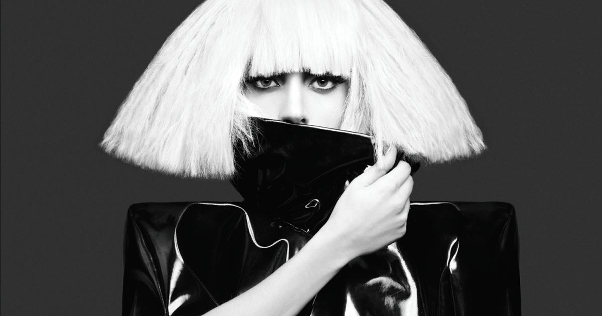 """Lady Gaga: il rivoluzionario secondo album """"The Fame Monster"""" compie 11 anni"""