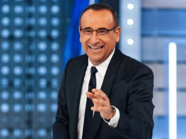 """Carlo Conti ricoverato per Covid: ecco chi lo sostituirà alla conduzione di """"Tale e Quale Show"""""""