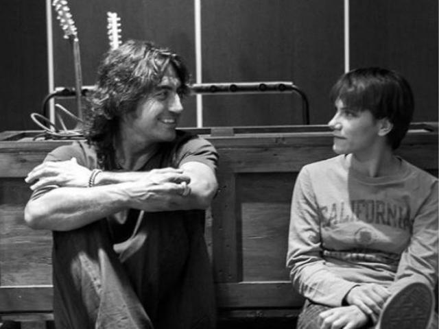 """Ligabue e Elisa duettano in """"Volente o Nolente"""": il brano fu registrato dalla cantante 14 anni fa insieme a """"Gli ostacoli del cuore"""""""