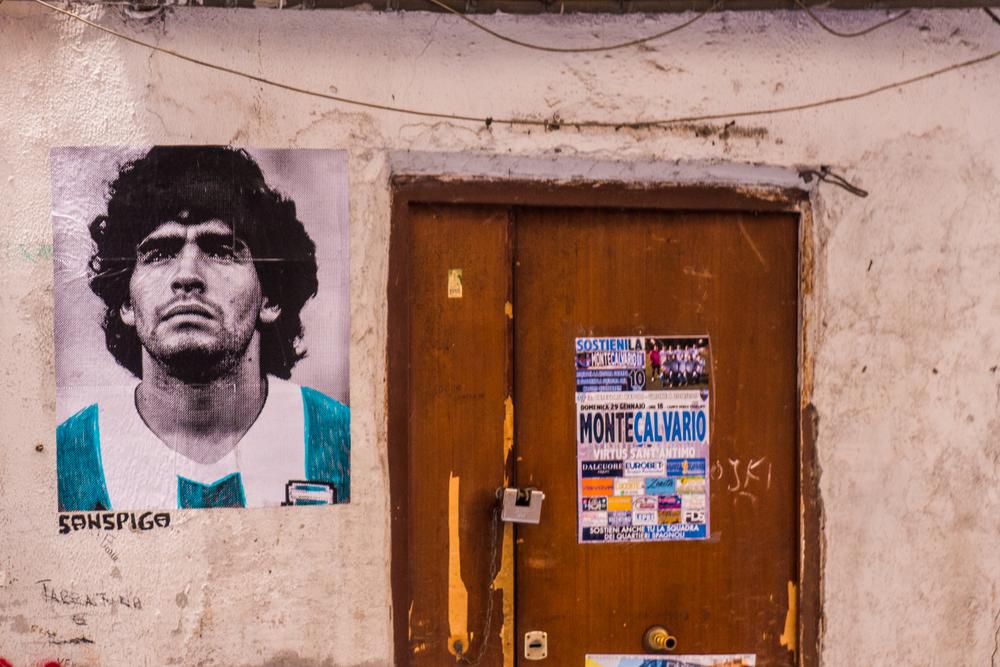 Maradona, Napoli omaggia il suo re: stadio, piazza e statua intitolati al giocatore