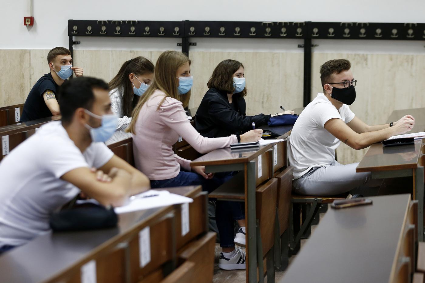 Si torna a scuola il 7 gennaio: con il nuovo Dpcm di nuovo in aula il 75% degli studenti delle superiori