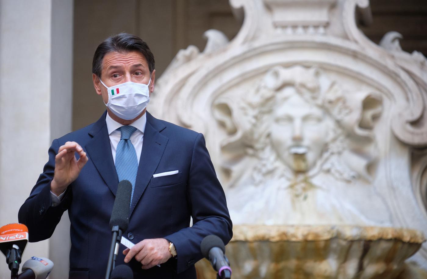 Giuseppe Conte, l'outfit di un uomo che parla alla nazione