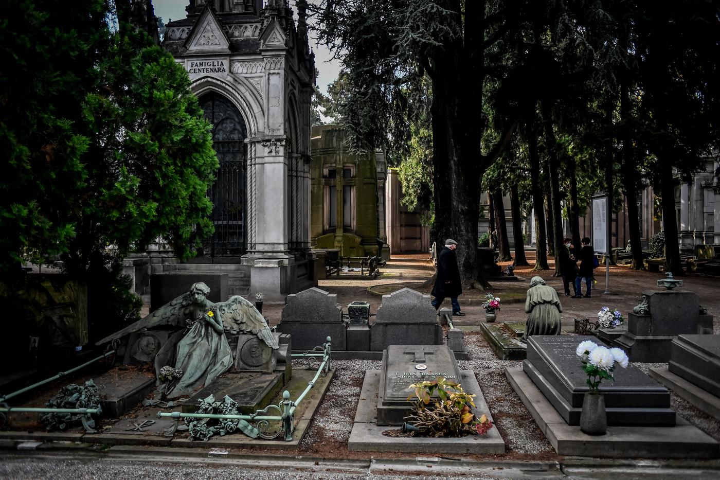 Violentata 15enne al cimitero, condannato il custode 65enne