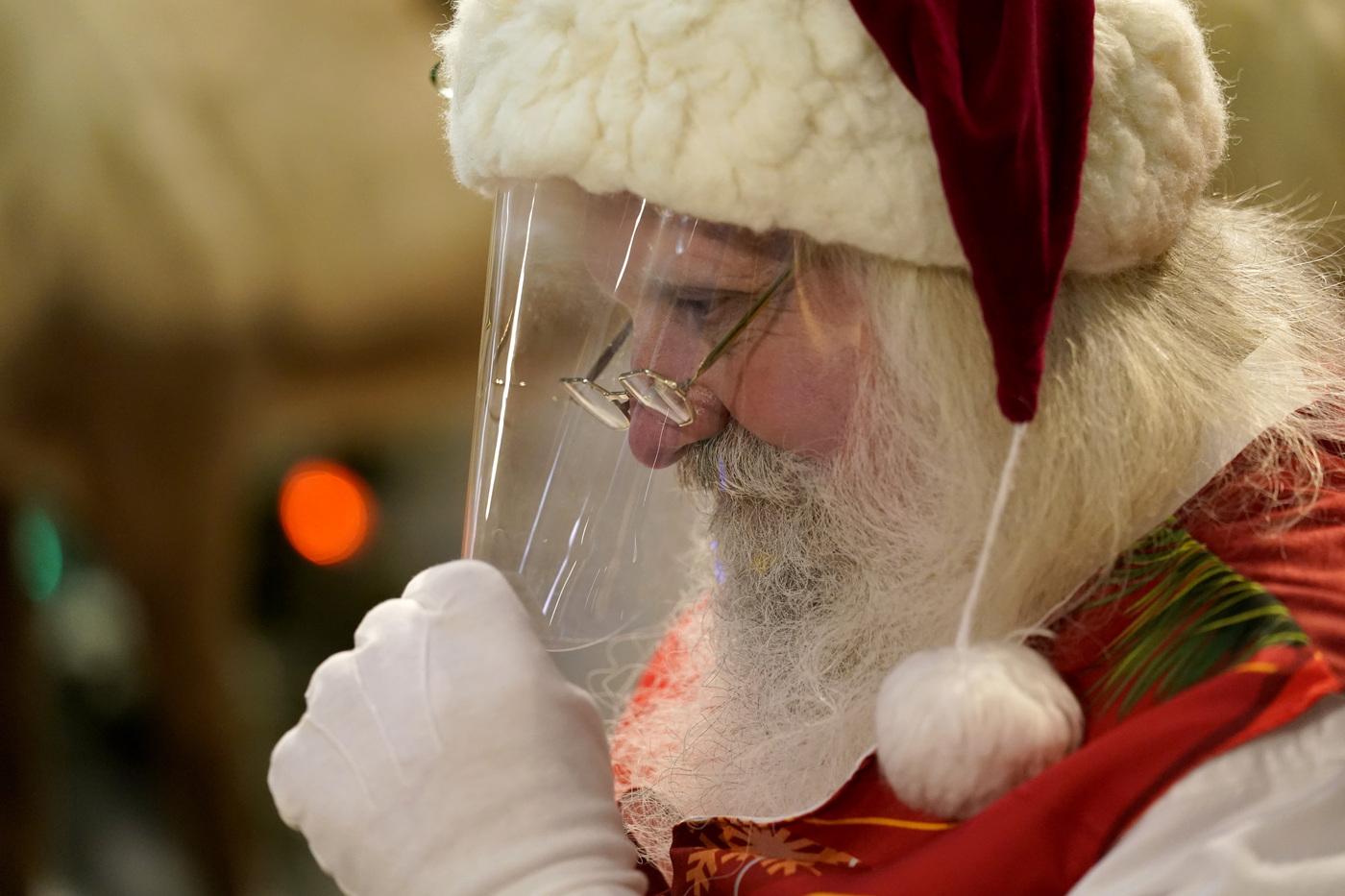Festività ai tempi del Covid: in un Comune Babbo Natale arriverà via web