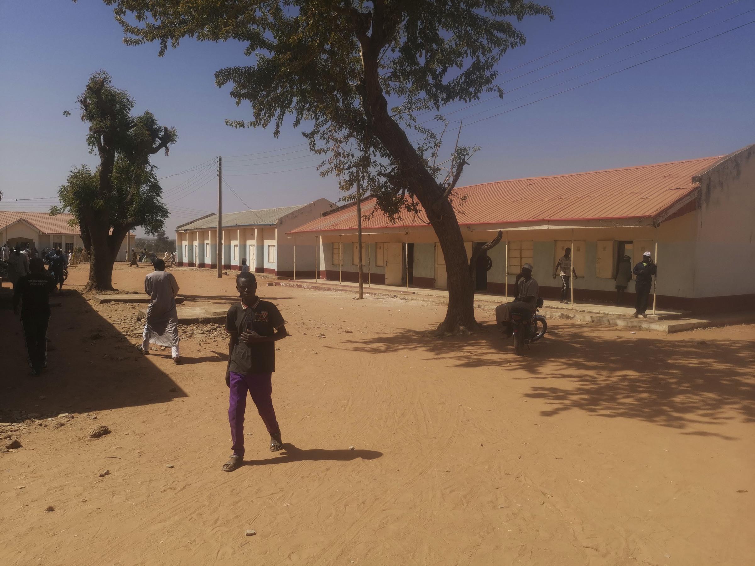 Nigeria: terroristi in un istituto scolastico: almeno 400 gli studenti mancanti