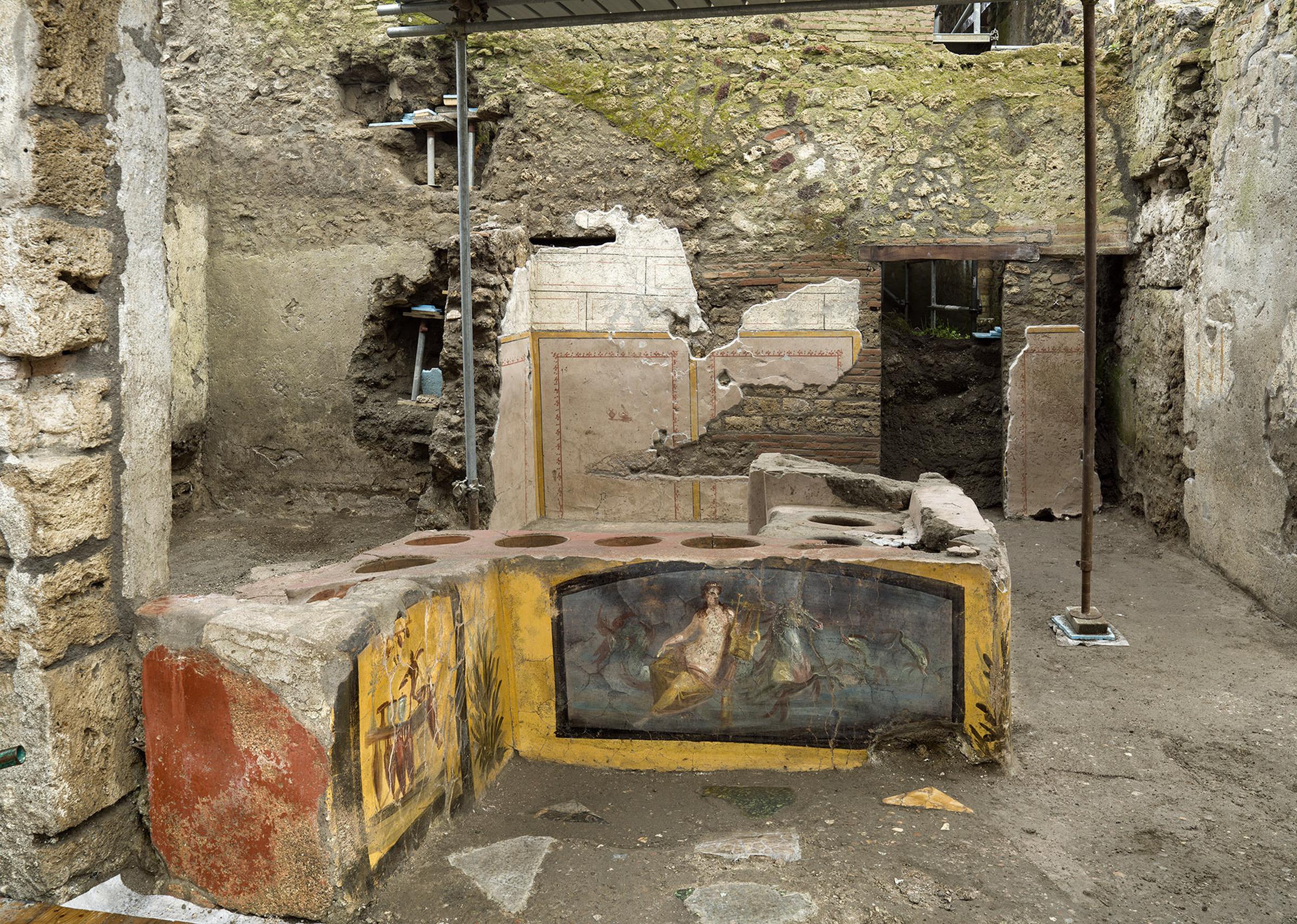 Pompei: ritrovato Thermopolium quasi completamente intatto