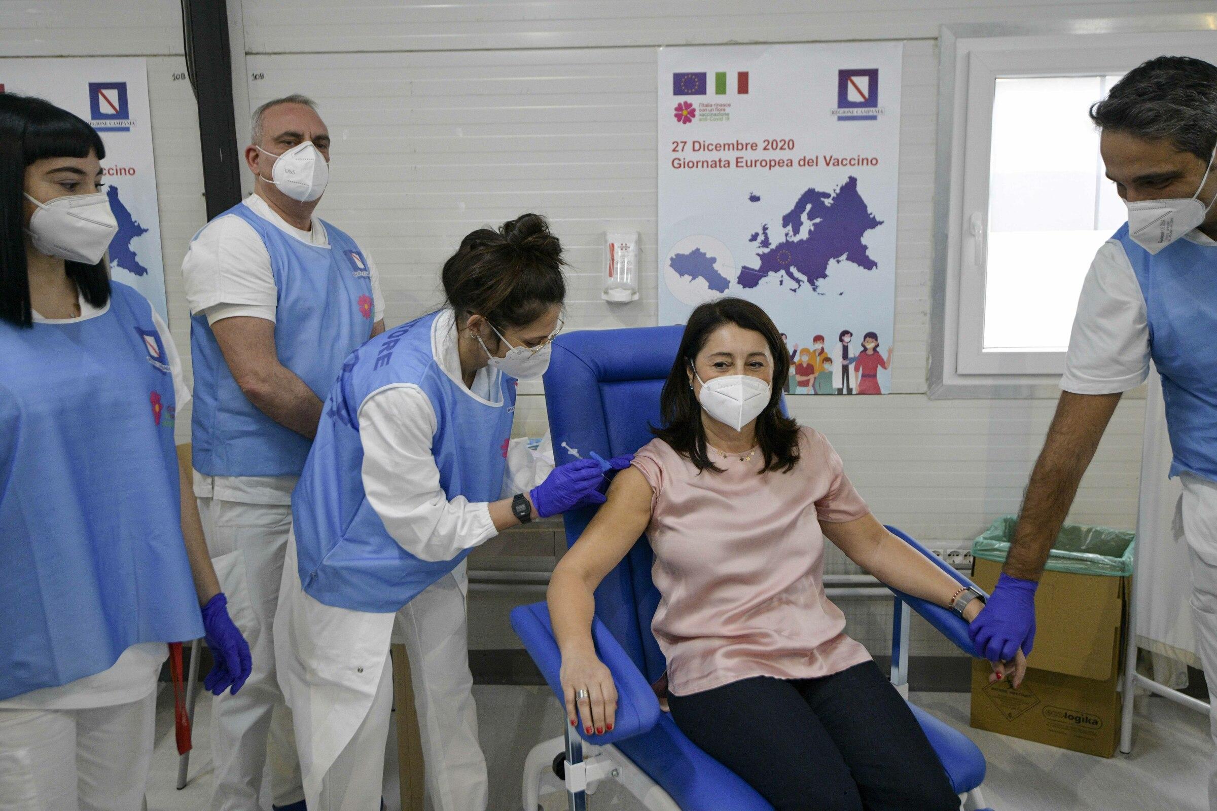 Vaccino: oggi primo giorno di somministrazione in tutta Europa
