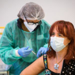 Vaccino anti Covid, da lunedì 10 maggio aperte le prenotazioni per gli over 50