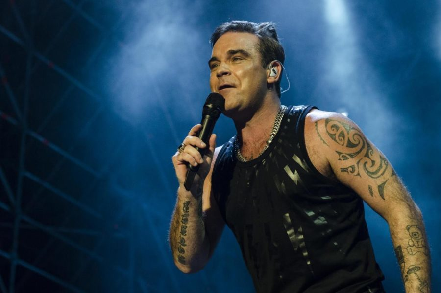 "Robbie Williams lancia ""Can't Stop Christmas"" ed arricchisce ""The Christmas Present"""