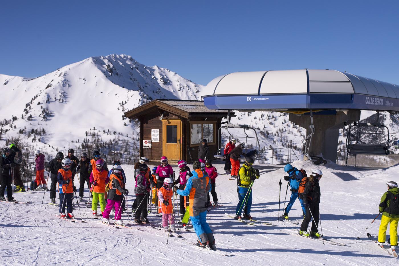 Chiudere i confini nazionali e piste da sci aperte solo per chi soggiorna in alta quota: le proposte delle Regioni