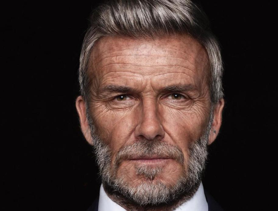 """David Beckham, il """"Golden boy"""" appare in versione 70enne. Eccolo con rughe e capelli bianchi (VIDEO)"""