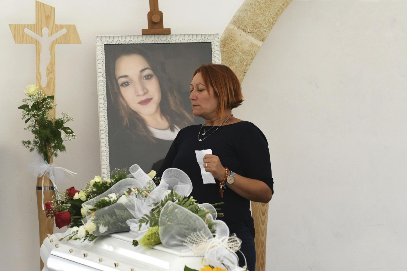 Ha seppellito viva la fidanzata Noemi, tre anni dopo chiede i permessi per lavorare fuori dal carcere. La rabbia della famiglia