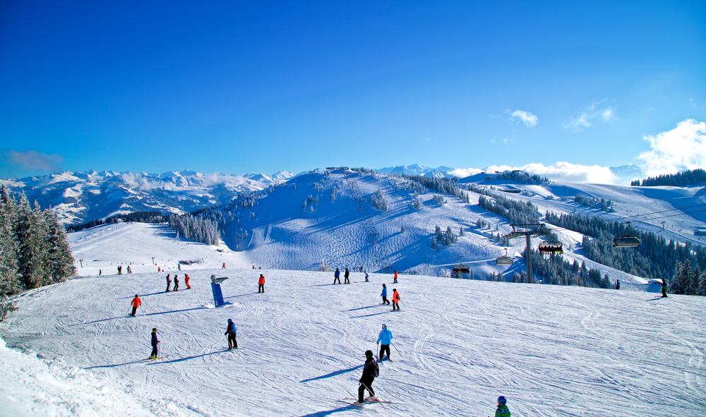 """Coronavirus, le Regioni delle Alpi al Governo: """"Serve data certa per riapertura impianti di sci"""""""