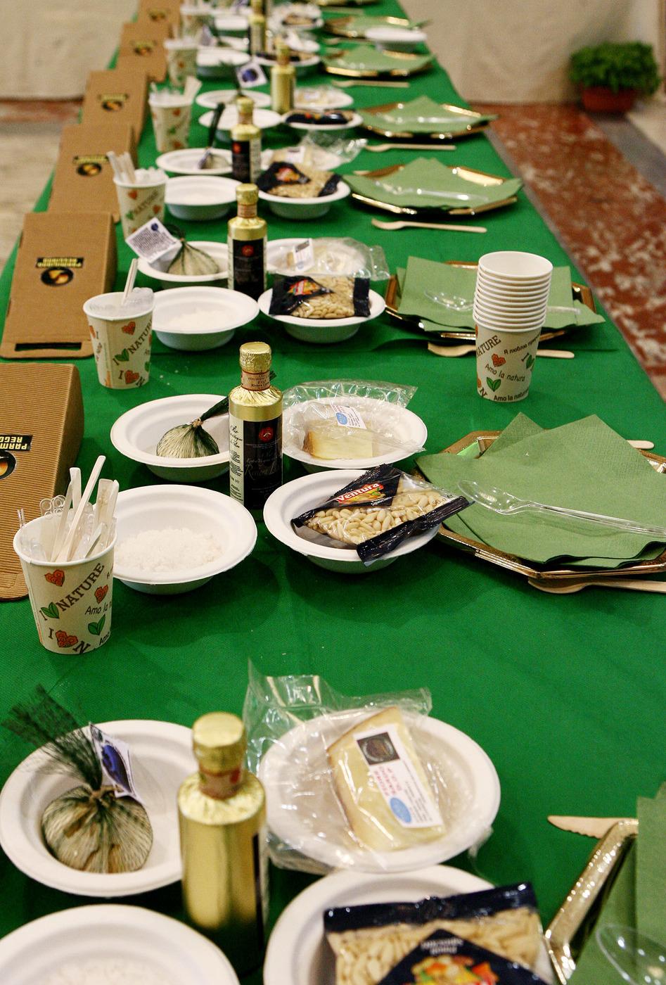 La cena in casa costa cara: arrivano i carabinieri, multa da oltre 5 mila euro per 11 persone