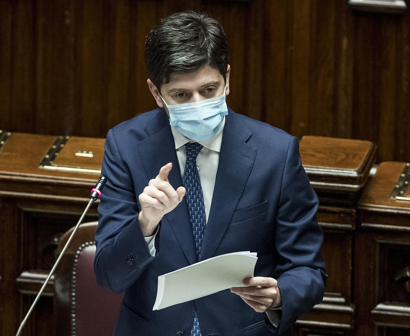 Nuovo Dpcm, il ministro Speranza conferma la stretta: vietato spostarsi anche in zona gialla, no all'asporto dopo 18, ma via libera alla riapertura dei musei
