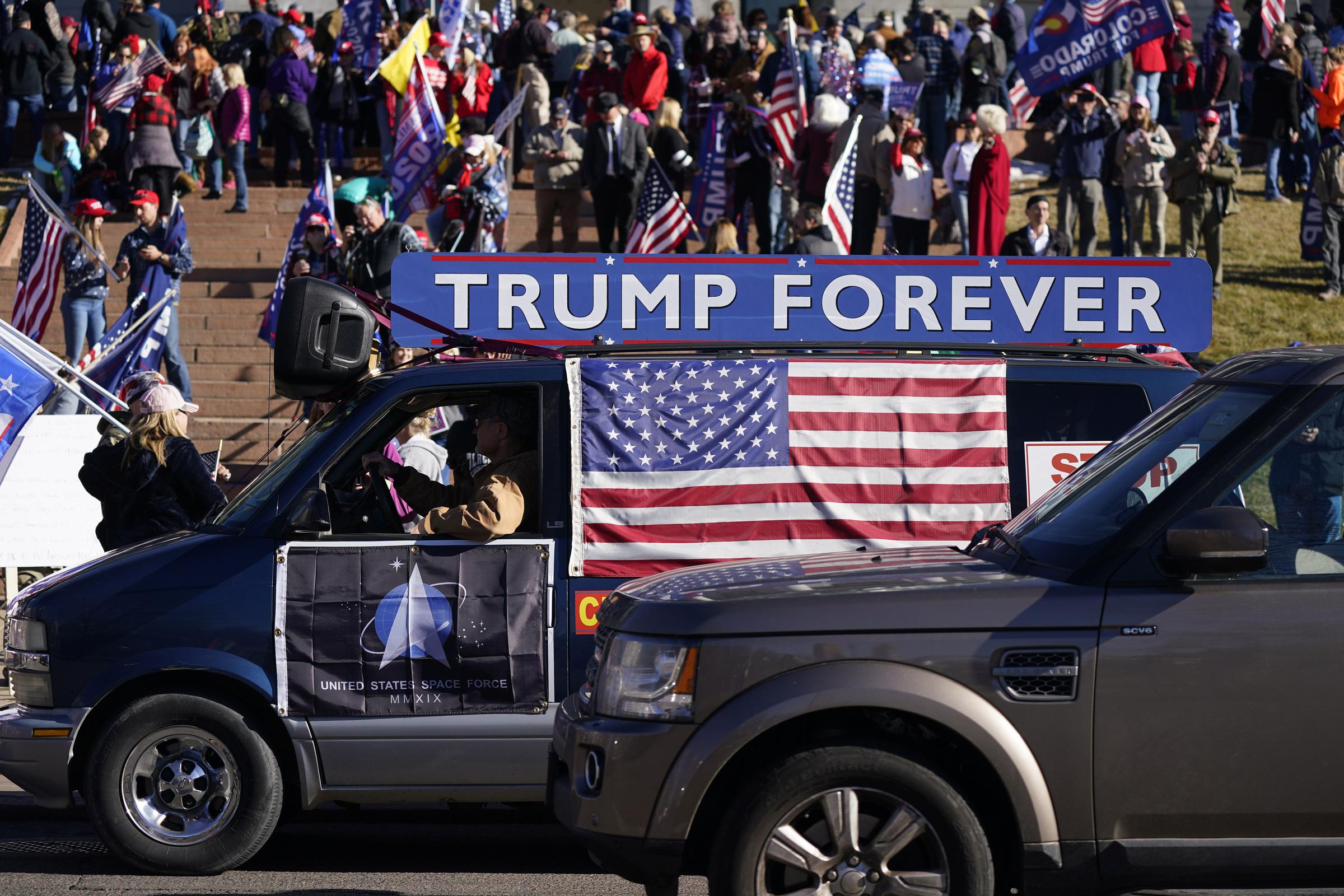 Trump bloccato sui social: è giusto il potere dei colossi californiani?