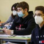 """Mascherine Fca distribuite nelle scuole nel mirino della Procura di Roma: """"Non sono filtranti, è frode pubblica"""""""