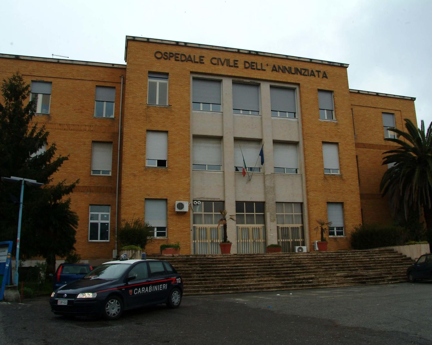 Cosenza, morto suicida il medico responsabile delle vaccinazioni anti Covid dell'ospedale