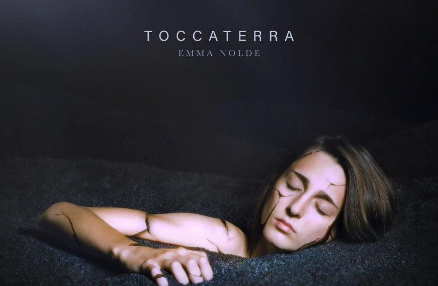 """Emma Nolde, """"Toccaterra"""": la sublime potenza della timidezza"""