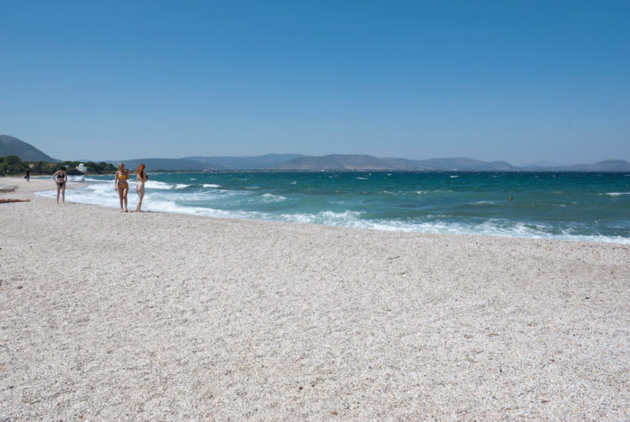 Spiaggia Atene, caldo anomalo Grecia