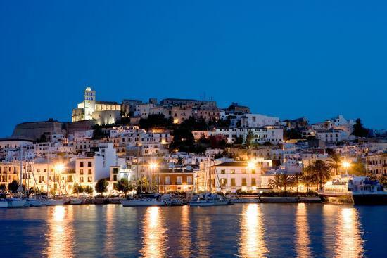 RUBRICA Flashlight. Chiusura perimetrale di Ibiza e Formentera.