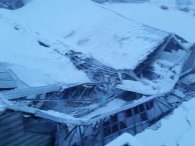 Paura a Vipiteno, crollato il tetto del Palaghiaccio