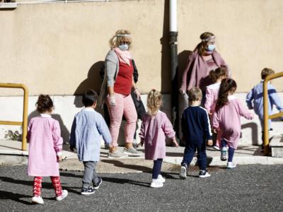 """Coronavirus, è boom di contagi fra i bambini. Gli epidemiologi: """"Probabile effetto della variante inglese"""""""