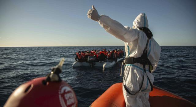Libia: un altro barcone con 70 migranti a bordo alla deriva