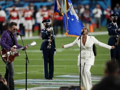 Jazmine Sullivan incanta il SuperBowl con l'Inno Americano