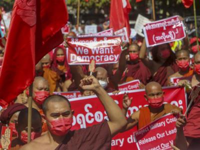 Birmania, continuano le proteste, sempre più morti. Condanna dell'Italia al golpe