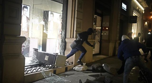 Barcellona, sei giorni di proteste dopo l'arresto del rapper Pablo Hasél