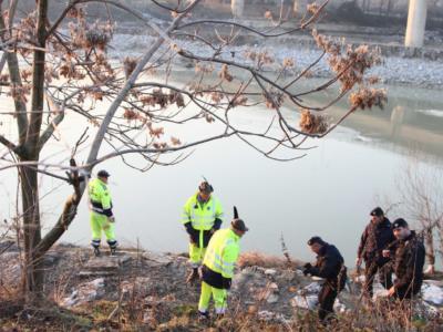 Coppia scomparsa a Bolzano, trovati nell'Adige anche gli scarponi di Peter Neumair