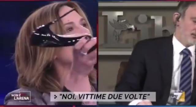 """Non è l'Arena. Rissa verbale tra Asia Argento e Pietro Senaldi: """"Ti ficco un tacco in bocca"""" VIDEO"""