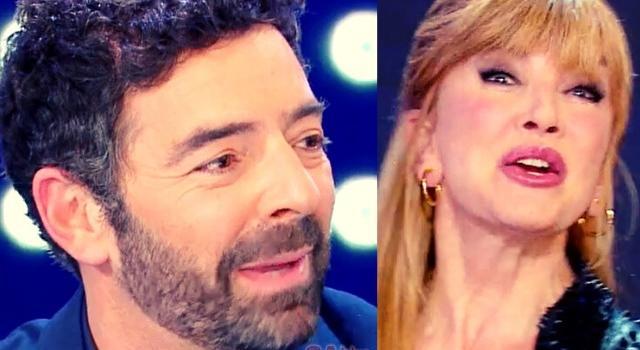 """Il Cantante Mascherato, Alberto Matano è il Pappagallo? Il tweet citato e gli indizi """"sospetti"""" di Milly Carlucci a La Vita in Diretta"""