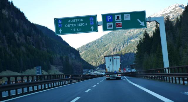 """Coronavirus, il governo austriaco chiede test """"negativo"""" ai camionisti in transito"""