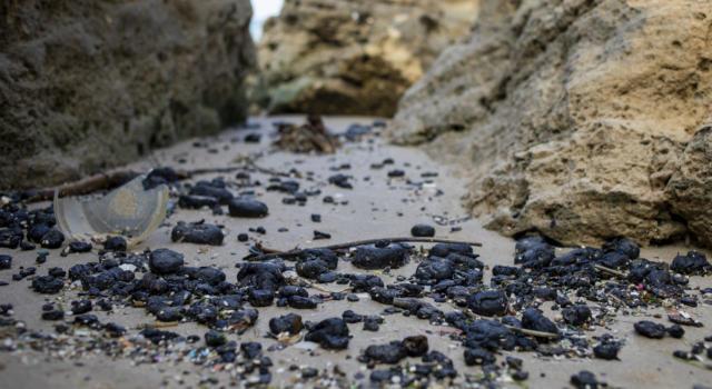 Israele accusa l'Iran per il bitume in mare