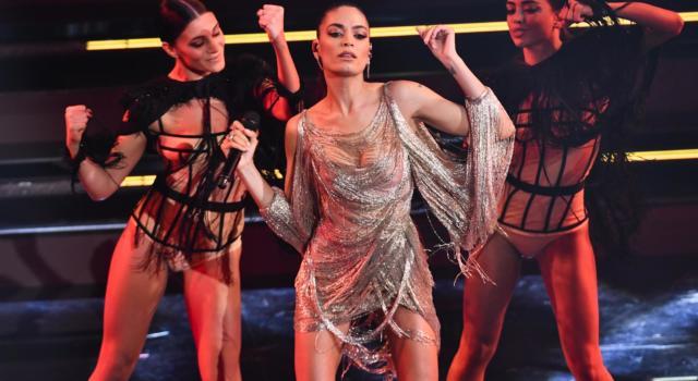 Sanremo 2021, Elodie regina della seconda serata con performance pazzesche e look strepitosi